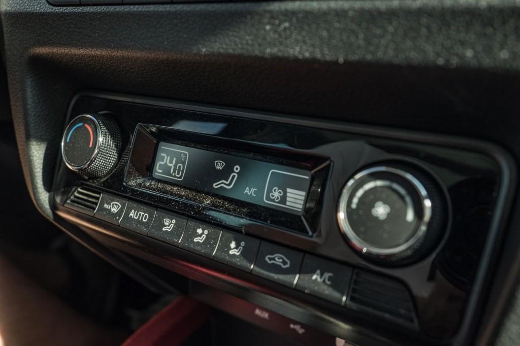 Půjčovnazavás.cz - ŠKODA Fabia III Monte Carlo - automatická klimatizace