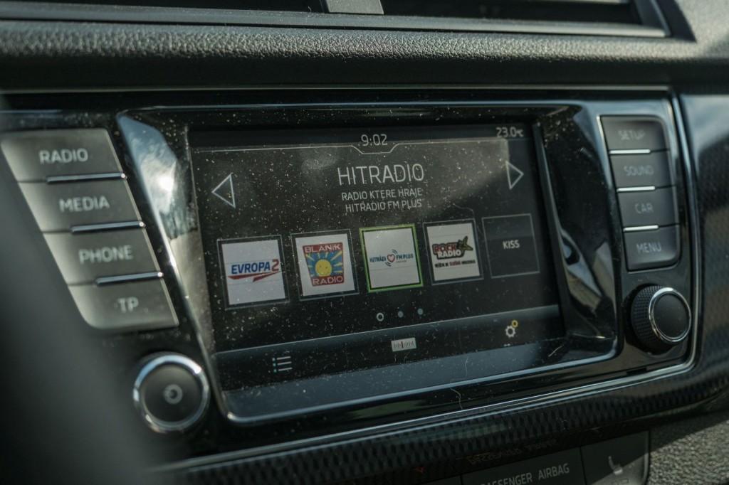 Půjčovnazavás.cz - ŠKODA Fabia III Monte Carlo - radio